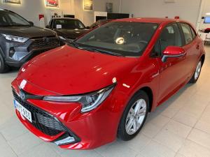 Esittelyautokäytöstä 8/2020 rekisteröity 2000 kilometriä ajettu Toyota Corolla 1.8 Hybrid Active Edition Hatchback-mallina.  Vär...