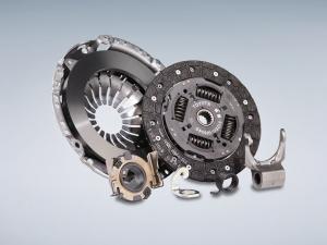 Nyt näitä taas saa. Nimittäin erittäin järkevästi hinnoiteltu Toyota Optifit -kytkinpaketti. Sisältää kytkinlevyn, paineasetelman ja painelaakerin.  Valikoima eri Toyota-malleihin kasvaa vähitellen ja esimerkiksi Toyota RAV4 2.0 4WD bensamalleihin vm. 2006-2012 paketin saa hintaan 298 €.   Tervetuloa käymään Sinua palvelevaan Toyota-huoltoon tai soita meille 014-5771136 ja sähköpostilla toyota.huolto@autoliikekoskinen.fi.