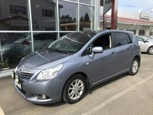 Tilava vuoden 2012 Toyota Verso Sol Edition 7-paikkaisena. Ajeetu 209 tkm ja varusteluna mm. webasto kaukosäädöllä, peruutustutka, kahdet renkaat erikoisvantein, panoraamakatto, vakionopeussäädin ja automaatti-ilmastointi. Tämän hienon 7-paikkaisen tilavan auton hinta on 11.500 euroa.