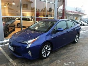Käytetty 2016 vuosimallin Toyota Prius Active. Ajettu 30 tkm ja tästä autosta ei varusteita puutu: - navigointi - peruutusvahti - automaatti-ilmastointi - Pre-Collision Plus -järjestelmä jalankulkijatunnistuksella - kahdet renkaat erikoisvantein - adaptiivinen vakionopeussäädin - kaistavahti - kuolleenkulman varoitin - älykäs pysäköintiavustin, sisältää pysäköintitutkat - älypuhelimen langaton lataus Tässä alkuun mitä auto pitää sisällään. Muutenkin auto on Toyotan maamerkki hybrideille joten tästä loistava auto hintaan 27.900 euroa.